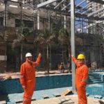 ITA-Institutsleiter Prof. Dr. Thomas Gries und Dr. Mohit Raina vor einer Textilbeton-Fassade