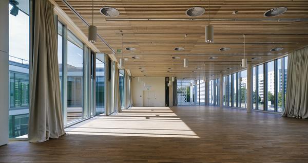 Berlin caf wird tagungszentrum transparent tagen db for Architektur 80er jahre