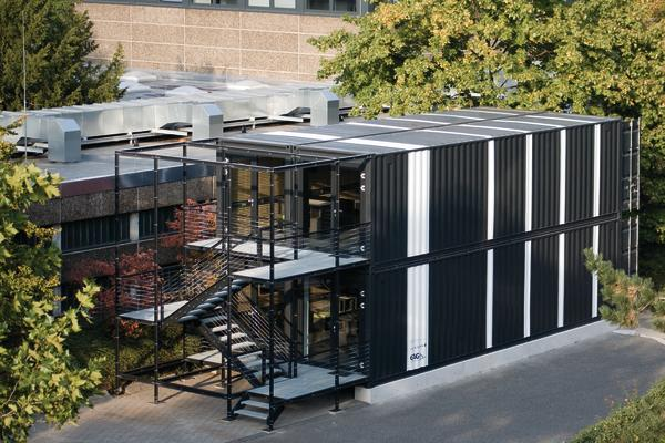 tempor res bauen mit containern gereiht und gestapelt db deutsche bauzeitung. Black Bedroom Furniture Sets. Home Design Ideas