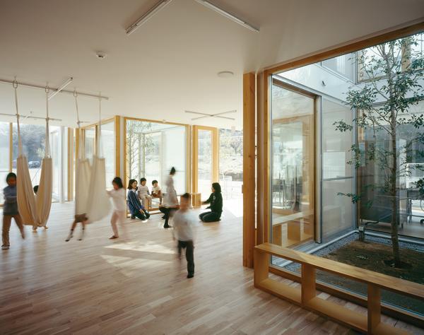 Schule Und Hort In Yokohama J Erdbebensicheres Glashaus