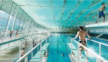[1] Schwimmen und Springen in lichtdurchfluteter Atmosphäre bietet die Schwimmhalle mit Sprungturm und wettkampftauglichem 50-m-Becken