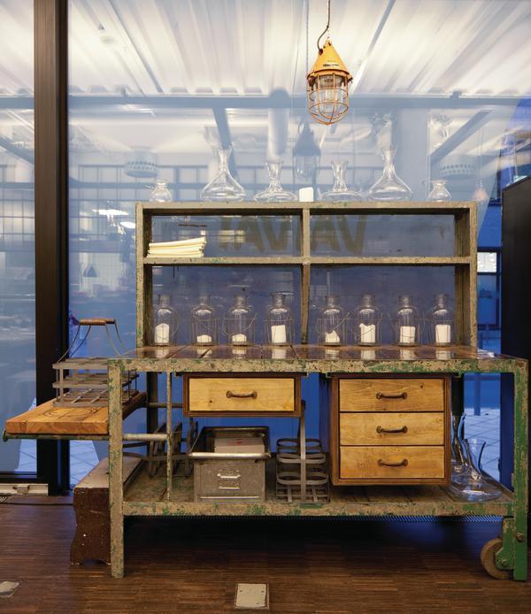 restaurant vaivai in frankfurt a m symbolische kontraste db deutsche bauzeitung. Black Bedroom Furniture Sets. Home Design Ideas