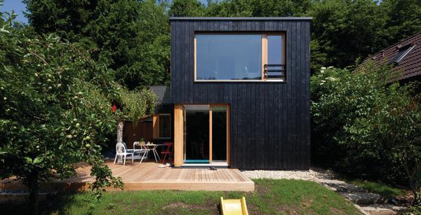Holzfassade Schwarz sommerhaus in wien a loos hätte seine freude db deutsche bauzeitung