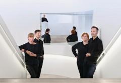 Die Aufnahme entstand übrigens im Treppenhaus des Hospitalhofs in Stuttgart (Architekten: LRO Lederer Ragnarsdóttir Oei), wo am 12. Dezember der db-Preis »Respekt und Perspektive« verliehen wird (s. S. 96 ff)