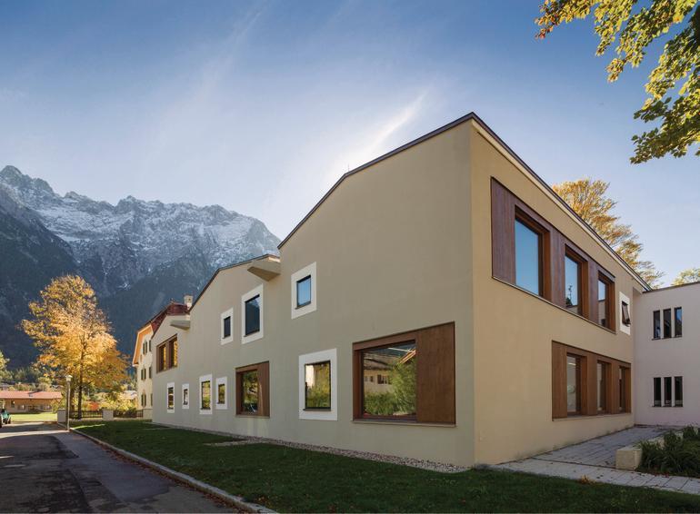 staatliche musikinstrumentenbauschule in mittenwald eine ode ans handwerk db deutsche bauzeitung. Black Bedroom Furniture Sets. Home Design Ideas