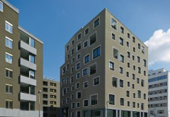 [1] Ensemble in Wien : Architektur aus der Schweiz (von Ballmoos Krucker), Großbritannien (Sergison Bates) und Österreich (Werner Frühwirth; v.l.) Foto: Stefan Müller