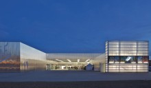 [10] Die wirkungsvoll eingesetzte Beleuchtung lädt gerade am Abend zum Besuch einer der Veranstaltungen des Kulturzentrums ein Foto: Philippe Ruault, Nantes