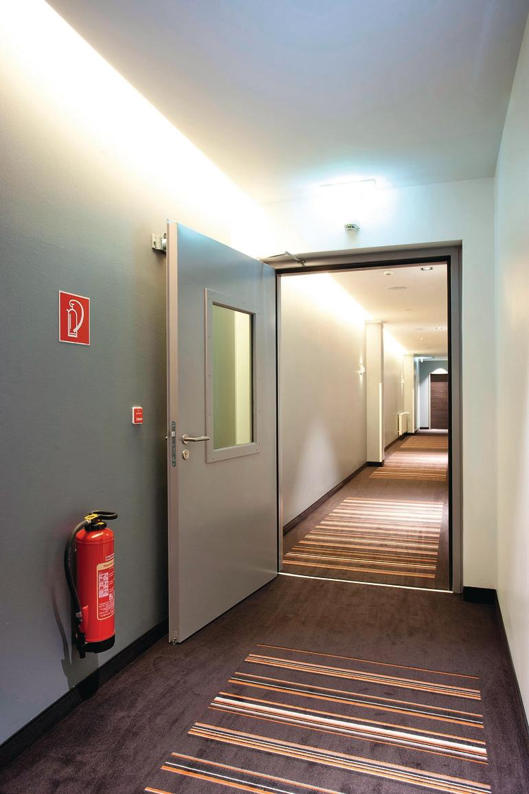 funktionale t ren und tore im hotelbau sicher und repr sentativ sepsitename. Black Bedroom Furniture Sets. Home Design Ideas
