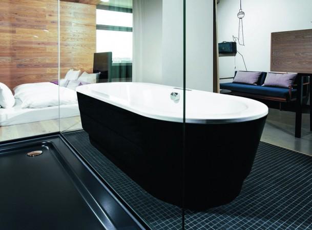 emaillierte duschfl chen berzeugen sowohl im neubau als auch bei der modernisierung bodenebene. Black Bedroom Furniture Sets. Home Design Ideas