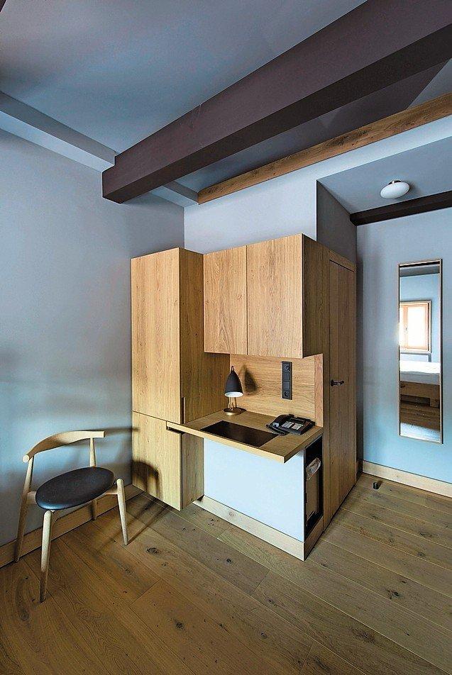 hotelsanierung mit innen und aussenanwendung der farbpalette von le corbusier neuanfang mit. Black Bedroom Furniture Sets. Home Design Ideas