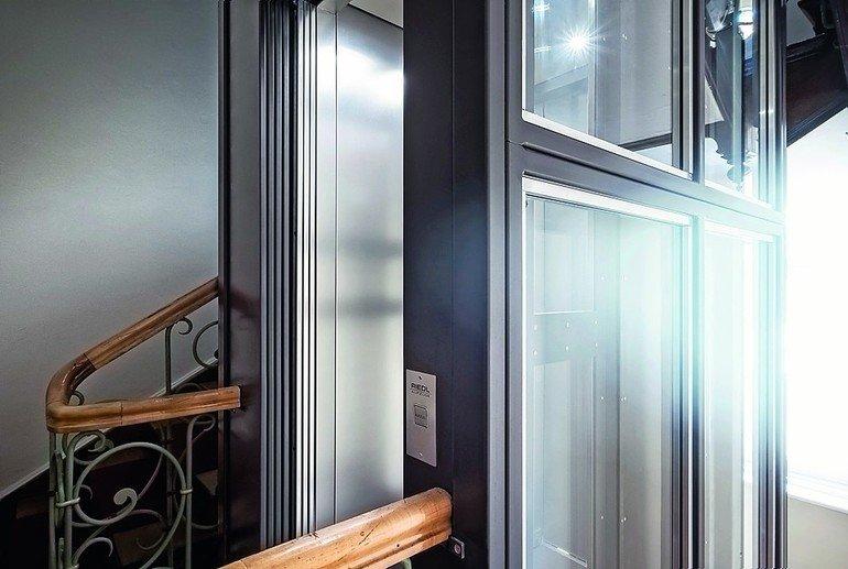 schmale t r db deutsche bauzeitung. Black Bedroom Furniture Sets. Home Design Ideas