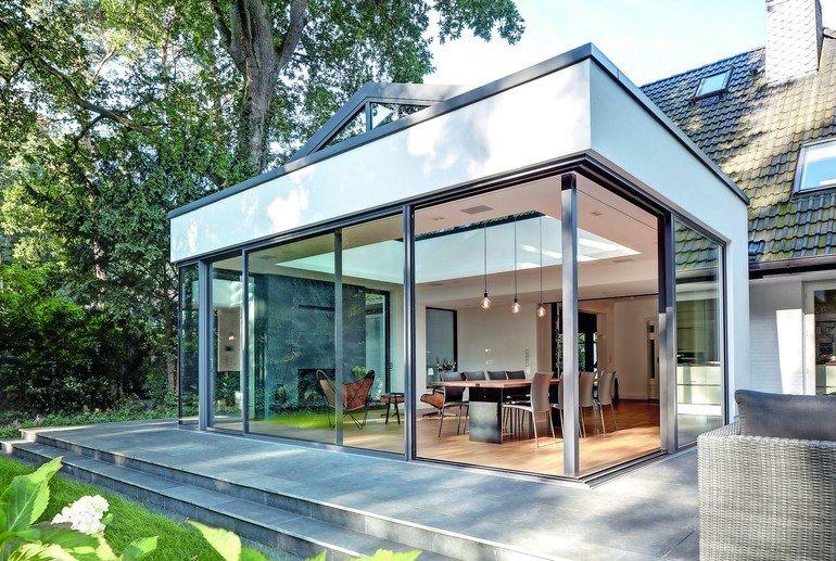 anbau wird zum lichtkanal helle villa im dunklen wald. Black Bedroom Furniture Sets. Home Design Ideas