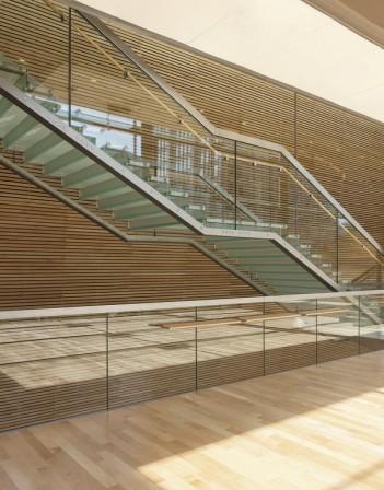 Breite treppe