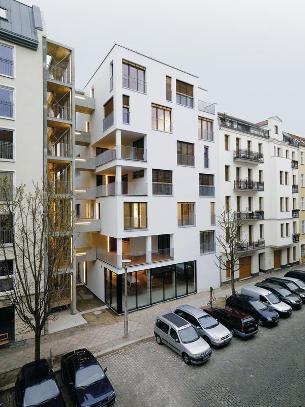 Siebengeschossiges Wohnhaus als Holzkonstruktion. Sieben