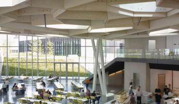 Die neue Kantine von Trumpf bietet den rund 2 000 Mitarbeitern viel Raum und Licht