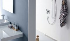 Ob_neu_geplant_oder_frisch_renoviert_–_die_bodenebene_Design-Duschrinne_ist_zum_festen_Bestandteil_der_Badezimmer-Gestaltung_geworden.