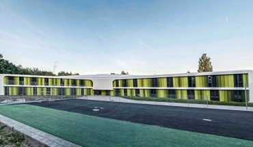 Außergewöhnliche_Farben_am_Neubau_der_Jugendherberge_in_Bayreuth_nach_den_Plänen_der_Architekten_von_LAVA_–_Laboratory_for_Visionary_Architecture.