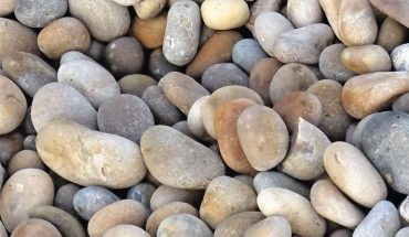 Chesil_Beach_stones,_Dorset,_England.jpg