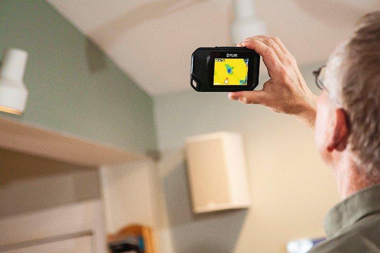 Wärmebildkameras. FLIR_C2_Waermebruecke_Decke.jpg