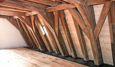 Das_Solms-Hohensolmser_Schloss_verfügt_über_einen_dreigeschossigen,_gotischen_Dachstuhl_mit_200_Dachbalken.