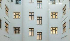 Eine_stabile_Stahl-Glas-Konstruktion_ersetzt_das_Glasdach_aus_den_1990er-Jahren.
