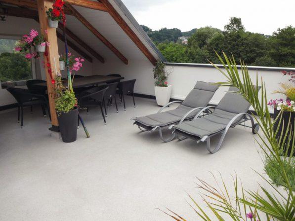 fl ssigkunststoff als l sung f r besondere anforderungen auf balkon und terrasse bautechnische. Black Bedroom Furniture Sets. Home Design Ideas