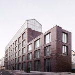 Dachgewächshaus auf Gebäude für Regionalität beim urbanen Gemüseanbau.