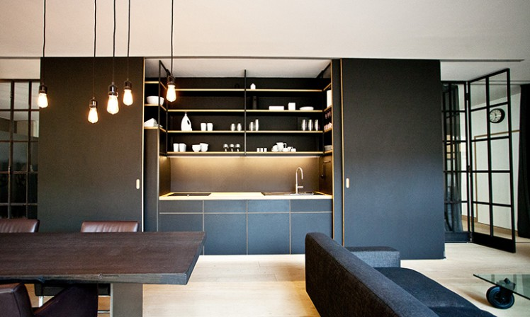 loft in ehemaliger motorradgarage in m nchen der duft von motoren db deutsche bauzeitung. Black Bedroom Furniture Sets. Home Design Ideas
