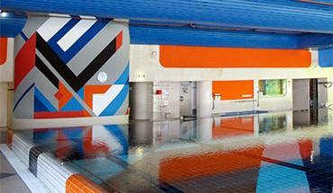 Zeitreise in die 70er Jahre: Die Schwimmhalle im 2. OG zeigt sich nahezu unverändert (Bild: Karin Berkemann, moderneREGIONAL)