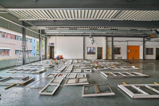 Bei diesem Abriss werden die Fenster auf Wiederverwertbarkeit geprüft - einer der Vorschläge der Musterumbauordnung.