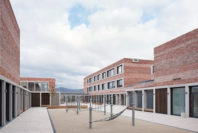 """schul-_und_bürgerzentrum_""""b³_gadamerplatz""""__planung:_datscha_architekten_libanonstraße_72a_70184_stuttgart_www.datscha-architekten.de"""