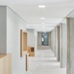 Amtsgericht in Tübingen von Dannien Roller Architekten + Partner, Flur im EG