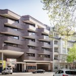 Bricks Berlin Schöneberg von GRAFt: Ansicht Belziger Straße mit überbauten Torhaus