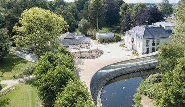 Glas-Pavillon im Park Vijversburg, STUDIO MAKS mit Junya Ishigami