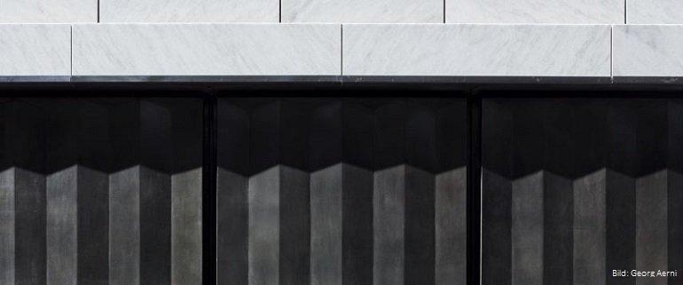 Fassadendetail am Geschäftshaus Bucherer in Zürich