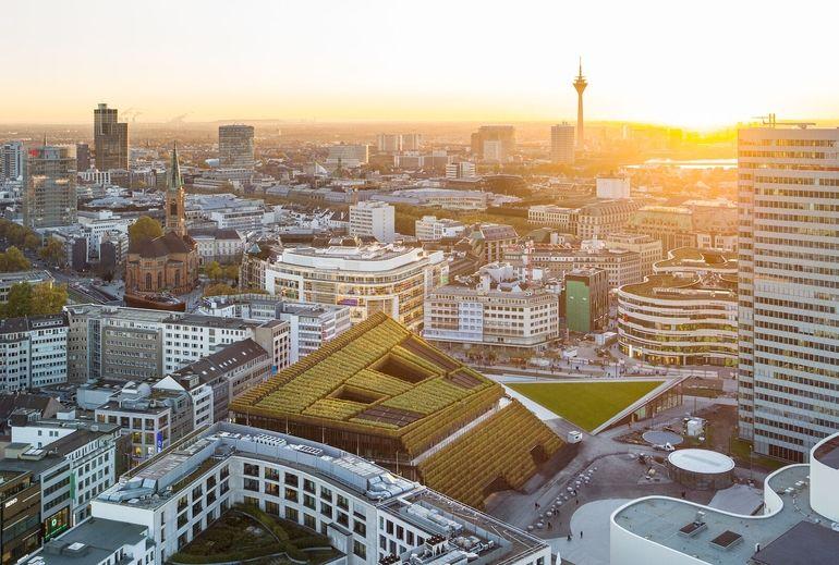Begrünung in der Stadt: Kö-Bogen II von ingenhoven architects in Düsseldorf,